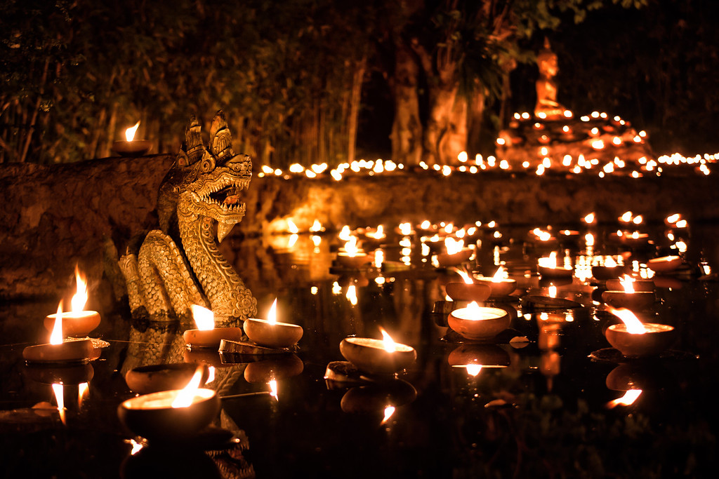 Makha Bucha night with floating candles in Chiang Mai ~ Thailand