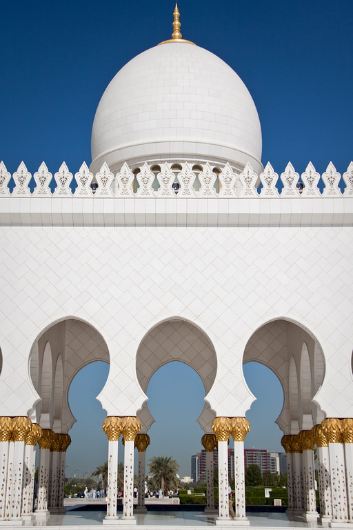 photo essay the sheikh zayed mosque uae a shot of the arches and dome at the sheikh zayed mosque in abu dhabi