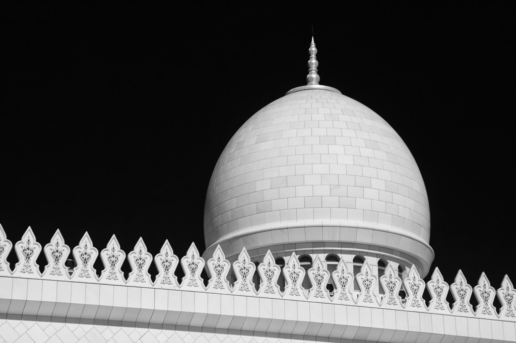 Sheikh Zayed Grand Mosque in Monochrome - UAE